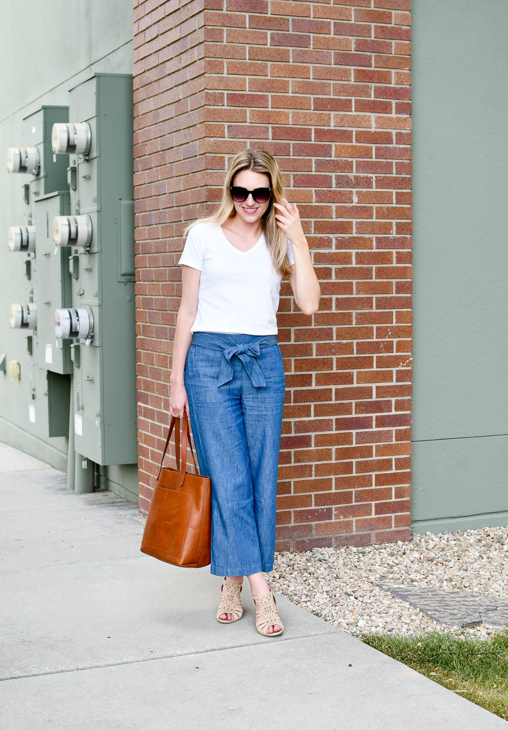 Spring work outfit with white tee and chambray wide-leg pants — Cotton Cashmere Cat Hair