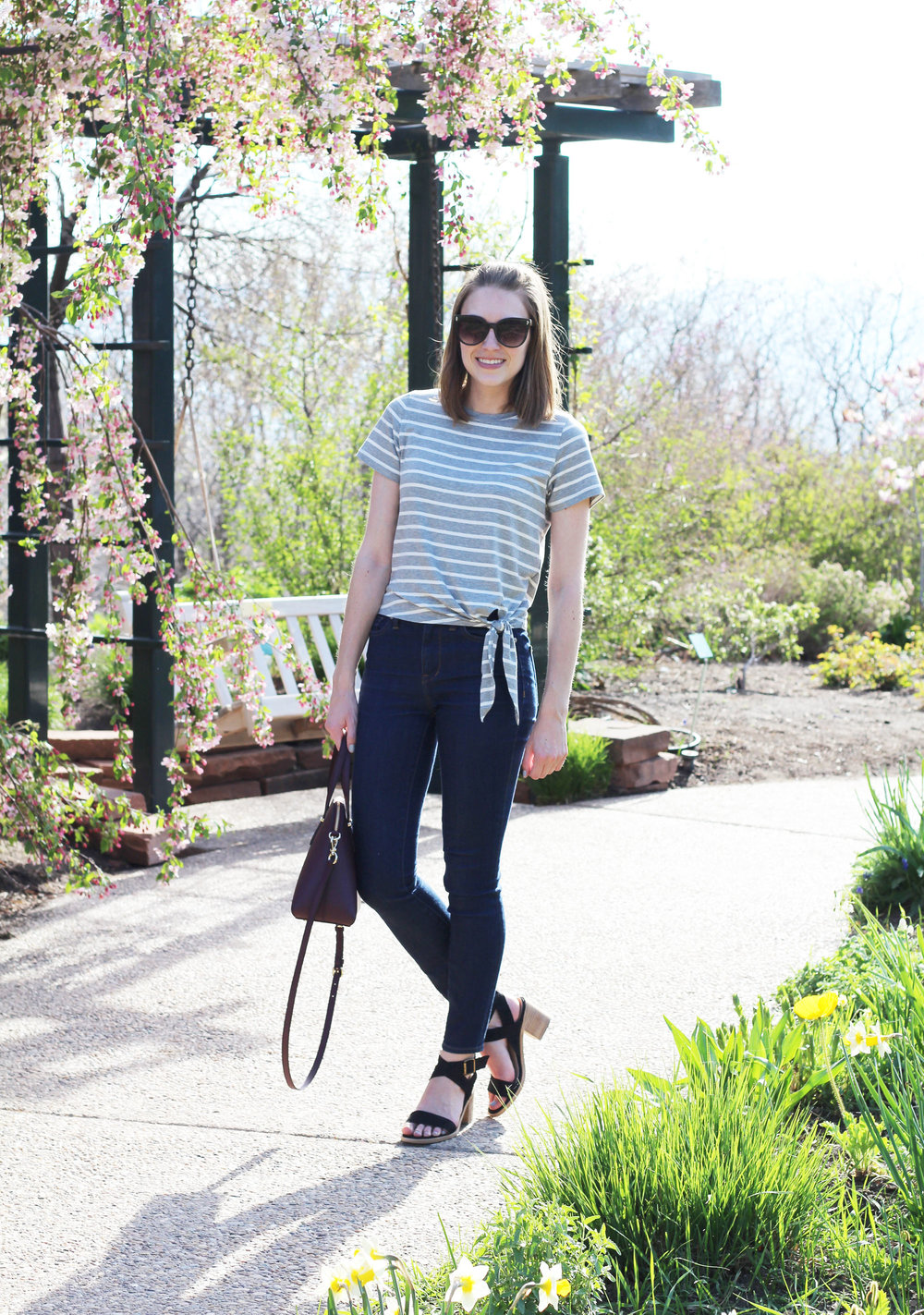Grey striped side tie tee spring outfit with skinny jeans and black sandals — Cotton Cashmere Cat Hair