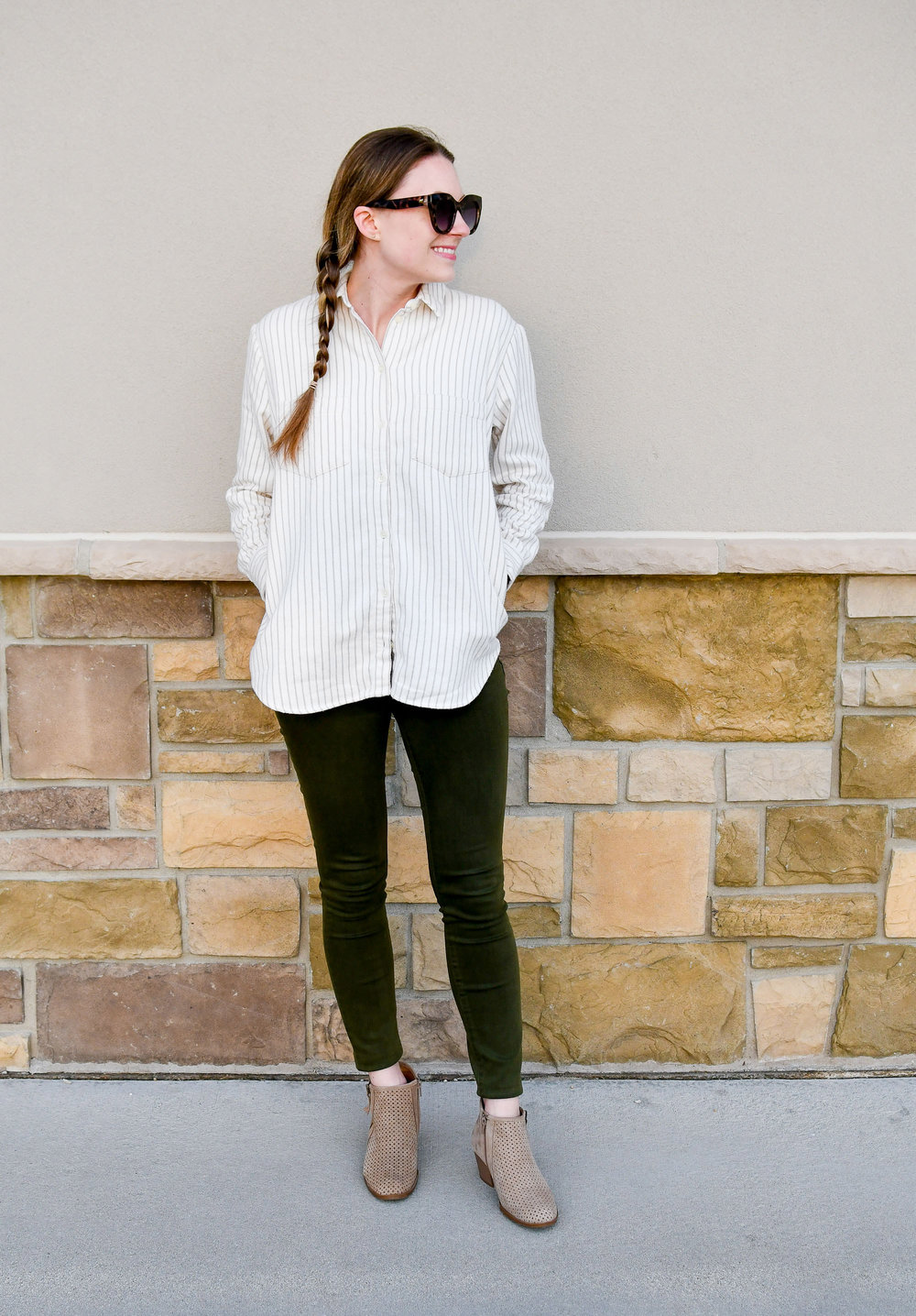 Casual spring outfit with olive green jeans and tan boots — Cotton Cashmere Cat Hair