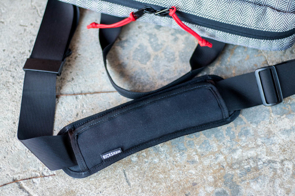 Every good bag, needs an even better strap. And Rickshaw nailed the strap on this bag. A standard adjustment loop on one end, paired with a quick-adjustment pull tab, accompanied by a robust shoulder strap make this bag versatile and comfortable to carry.