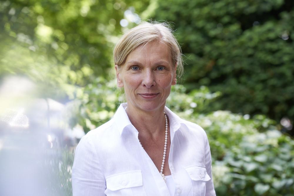 Ulrike Schroeder ist seit 1993 als homöopathisch arbeitende Internistin in eigener Praxis in Hamburg tätig.