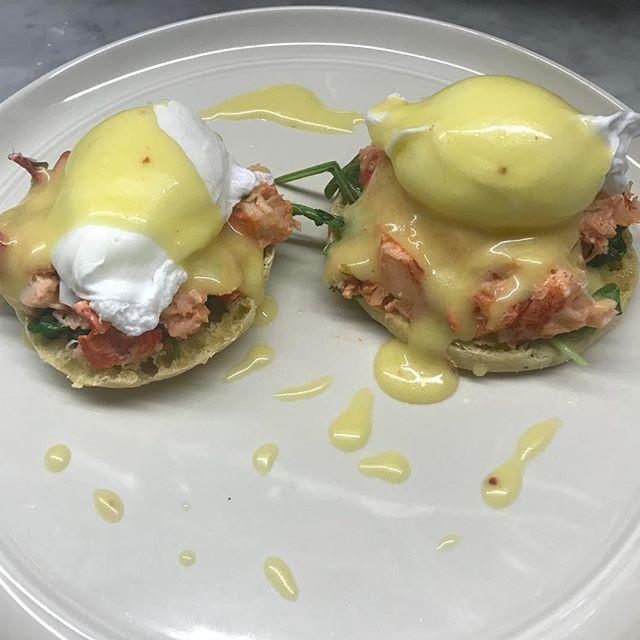 Lobster Eggs Benedict | Corn English Muffin | Arugula | Lobster | Soft Poached Eggs | Truffle Hollandaise #simplistic_food #chefsoninstagram #edibleart #theartofplating #foodporn #eggsbenedict #truffle #breakfast #chefslife #chefsclub #gourmetfood #soignefood #lobsterreeflp #fdlmoment #gourmetartistry #chefsofinstagram #foodnetwork #foodandwine #foodartchefs #lobster