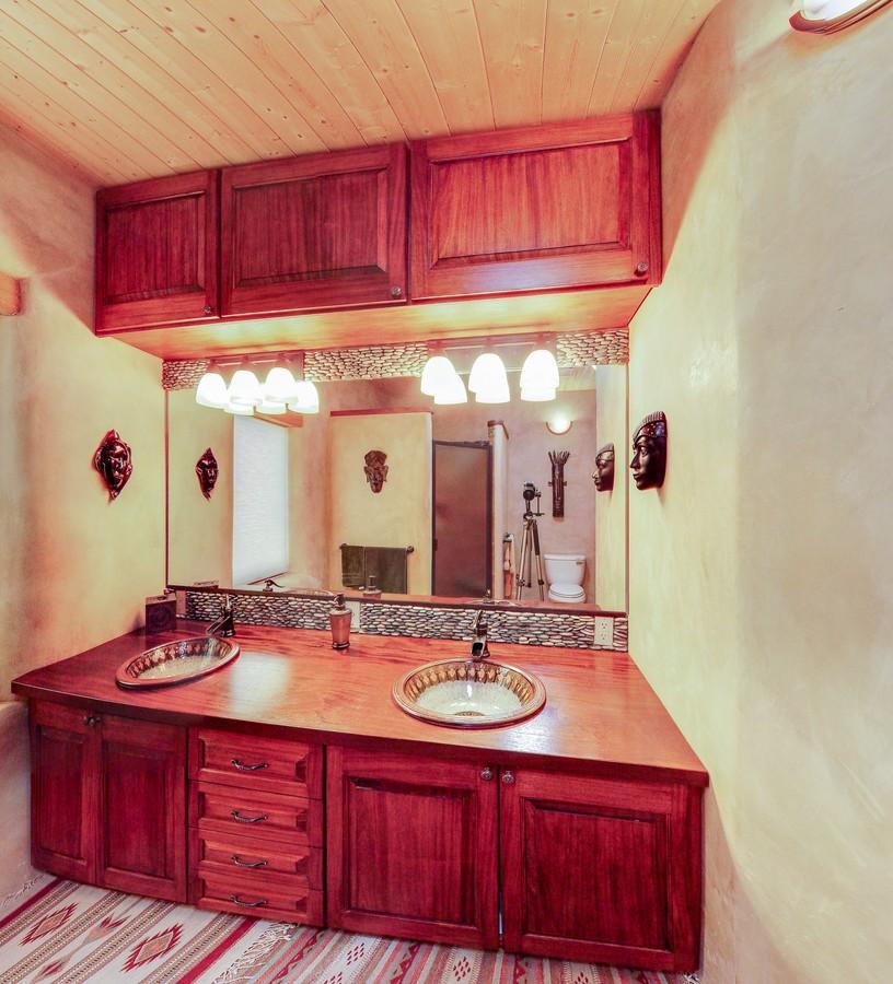 Miller master vanity_1500_900_2000k.jpg