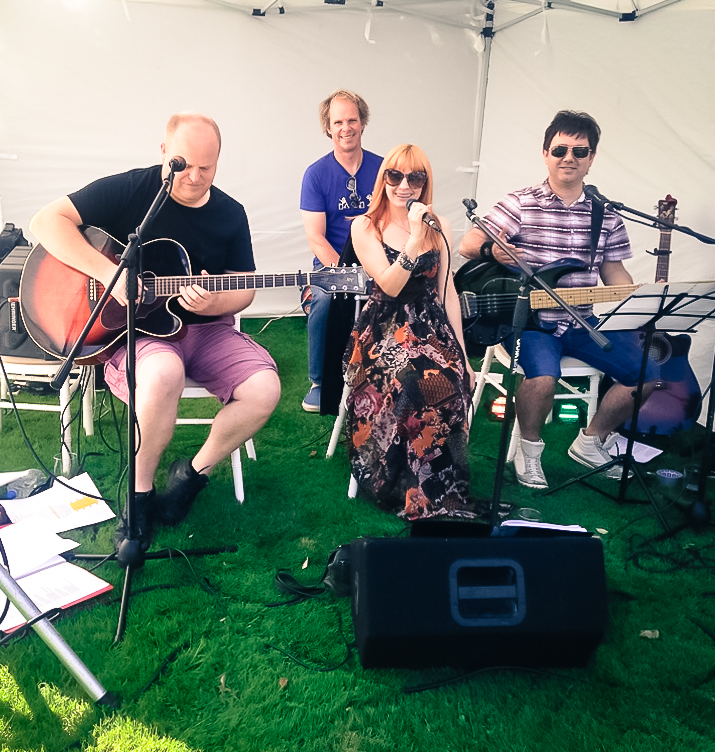 Afternoon acoustic music on the lawn for a wedding in Essex