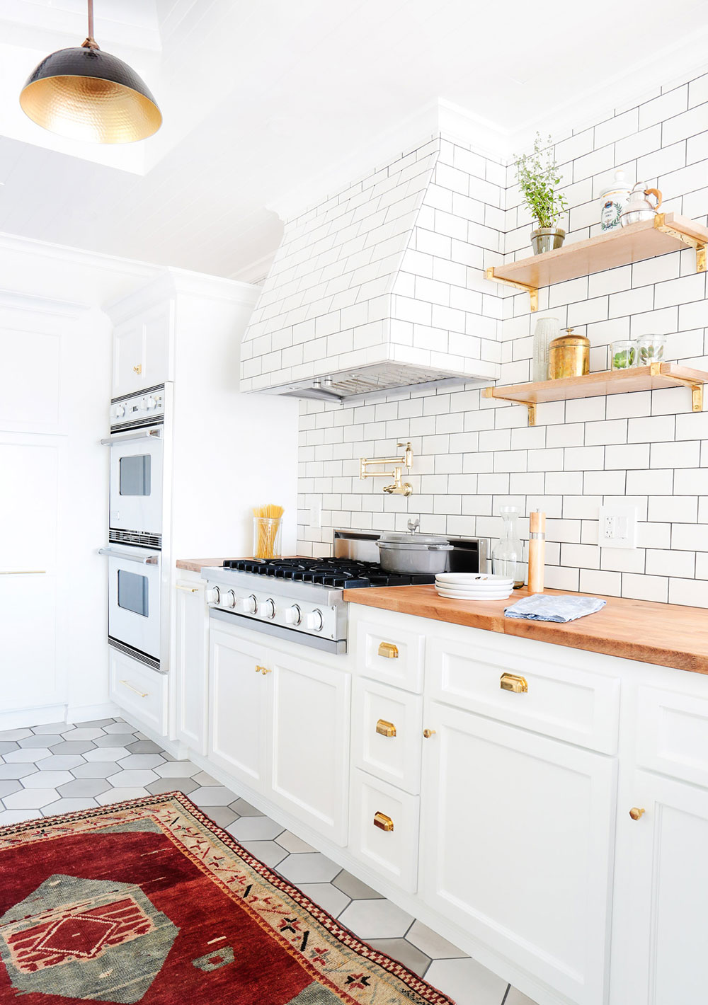 Designers Cringe Every Time They See This Kitchen Decorating Mistake -  by GABRIELLE SAVOIEThrough years of honing their craft, interior designers come to know every nook and cranny that makes a room special. Especially in kitchens, where most of the
