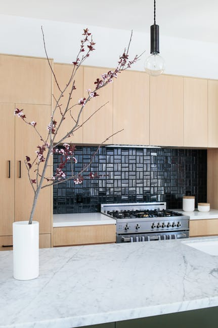 34 Minimalist Kitchens - There's an art to designing a minimalist interior that is visually appealing. Browse these sleek, clutter-free kitchens from Dering Hall talents and consider a minimalist aesthetic for your next project.