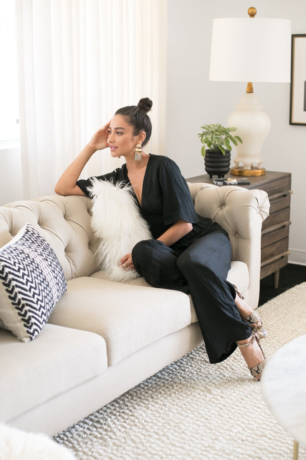 Shay Mitchell's Instagram Story Is Full of Stunning Home Office Inspiration - by LINDSEY LANQUISTpracticality—you want your space to be pretty enough that you genuinely enjoy spending time there, but not so distractingly pretty that you can't get any work done. Your desk chair should be comfy enough that you feel inspired to sit there working for hours on end, but not so cozy that it lulls you into the occasional nap. Your lights should be bright, but not blinding. Your colors engaging, but not overwhelming.The whole thing is a challenge. But it's one Shay Mitchell has mastered—with the help of an expert team, of course. And she took to Instagram to give fans a glimpse at the stunning space her team's hard work has produced.