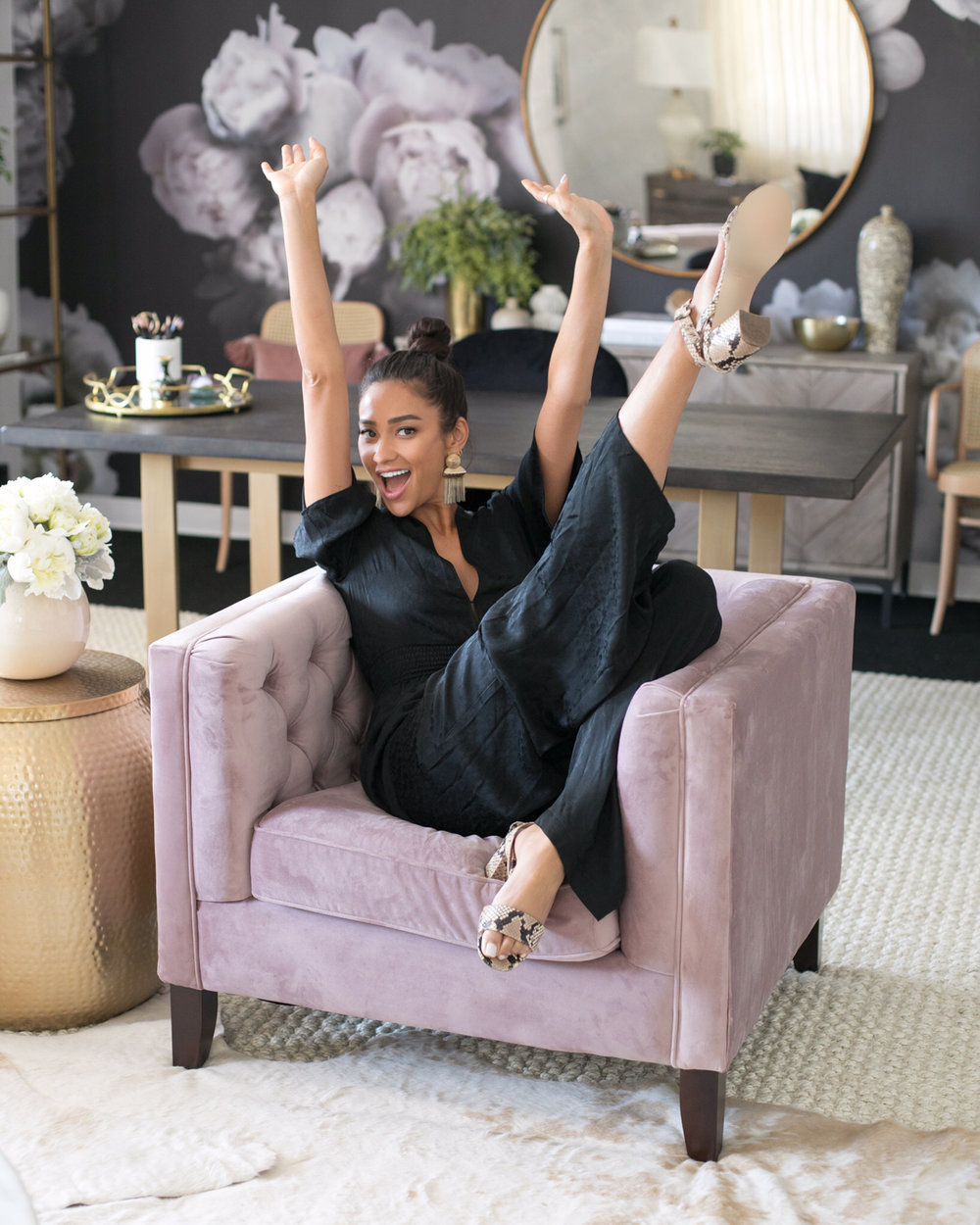 Pretty Little Lair! Inside Shay Mitchell's 'Chic and Professional' Office Makeover - MACKENZIE SCHMIDTSeptember 05, 2018 04:40 PMShay Mitchell is a business woman, with the office to prove it.The Pretty Little Liars alum has signed on with Warner Brothers TV to develop new scripted series and reality shows as president of her production outfit, Amore & Vita. And her company's HQ, appropriately located on the WB lot, is just as chic and inspiring as anyone who's seen her L.A. home . . . or her backyard . . . or her guesthouse would expect.