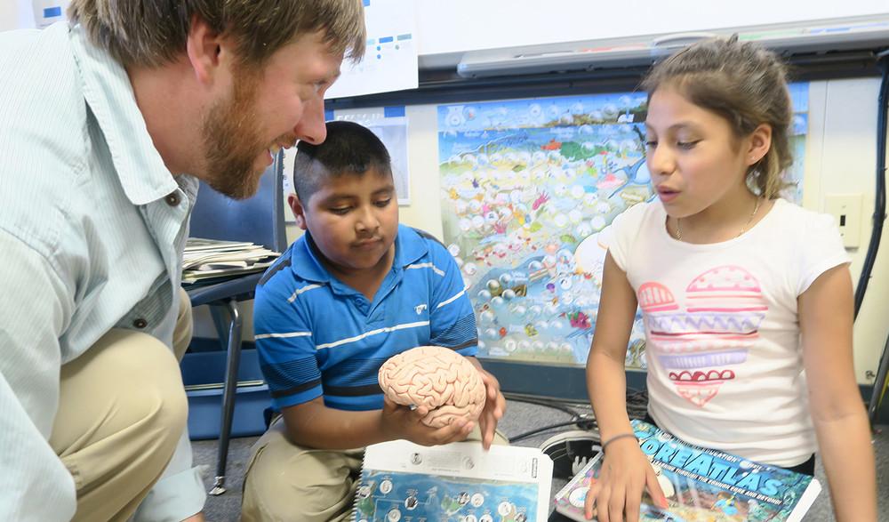3rd graders with CoreAtlas and brain.jpg