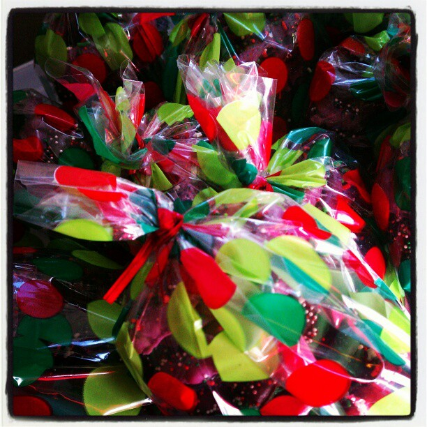 Merry Christmas yummy treats inside  http://instagr.am/p/TB64K1sBsi/