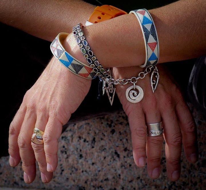 Jil P. Mott hands