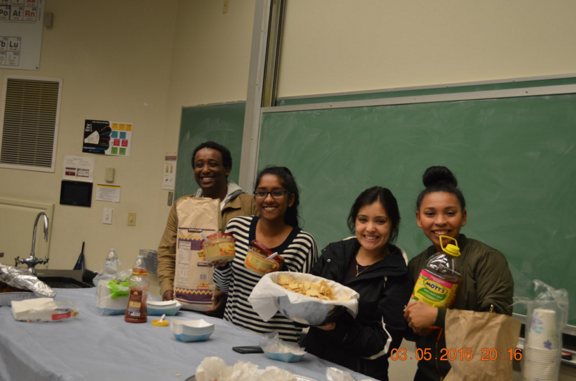 S/o to Culture Committee Chairs for helping distribute food to our judges! This activity would not be possible without our student volunteers and judges.