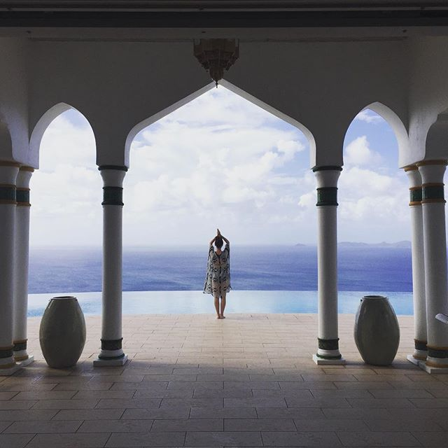 Each villa on Mustique Island offers its own unique perspective. This is me living in a Magical Moroccan fantasy atop a Caribbean Island. Welcoming this destination partner as my exclusive go-to for villas in paradise. 🌴✨🙏🏻 #vivalavilla #mustique