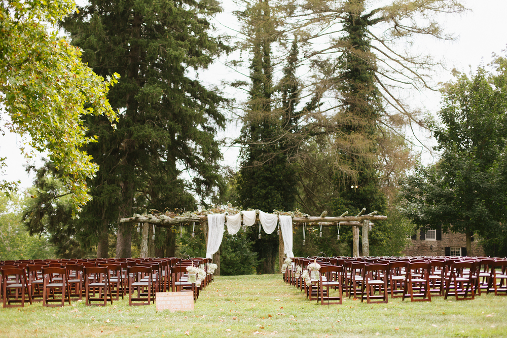 baltimore-maryland-boho-fall-barn-wedding-cold-saturday-farm-brooke-michelle-photography-41-photo.jpg