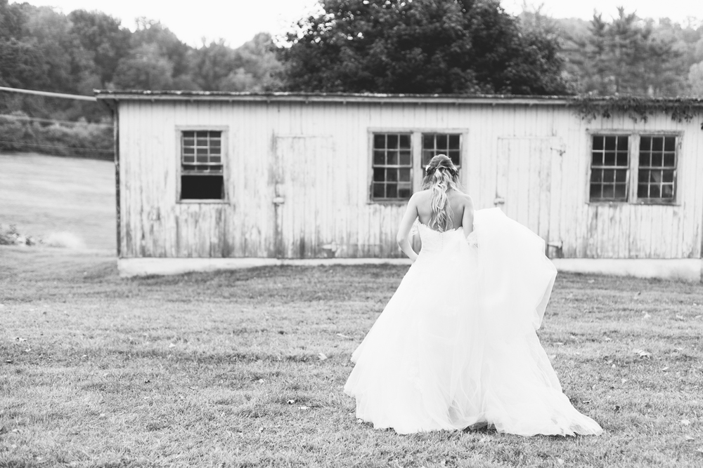 baltimore-maryland-boho-fall-barn-wedding-cold-saturday-farm-brooke-michelle-photography-194.jpg