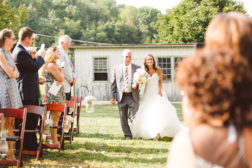 baltimore-maryland-boho-fall-barn-wedding-cold-saturday-farm-brooke-michelle-photography-222-photo.jpg