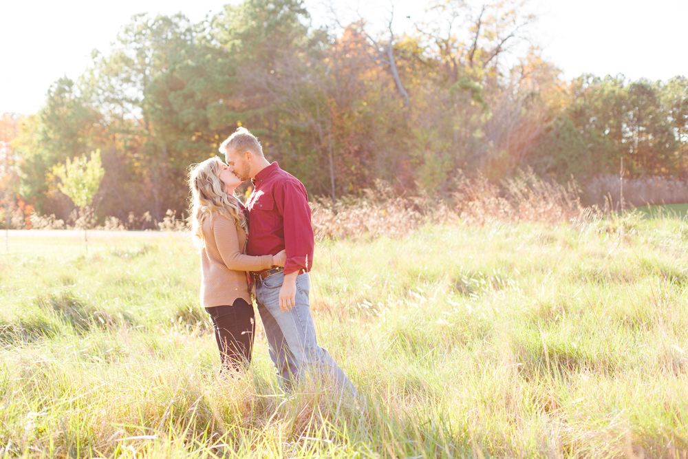 eastern-shore-maryland-sun-filled-engagement-session-brooke-michelle-photography-2-photo.jpg