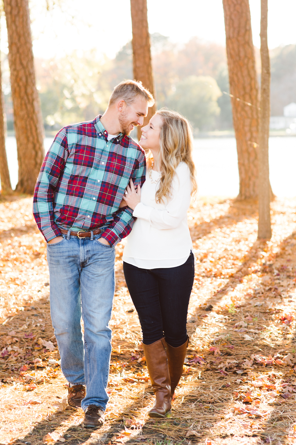 eastern-shore-maryland-sun-filled-engagement-session-brooke-michelle-photography-53.jpg