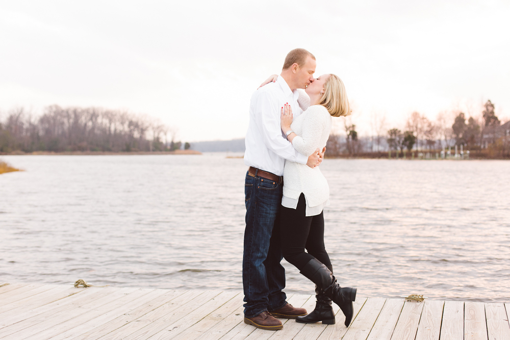 quiet-waters-park-annapolis-maryland-winter-engagement-session-brooke-michelle-photography-74-photo.jpg