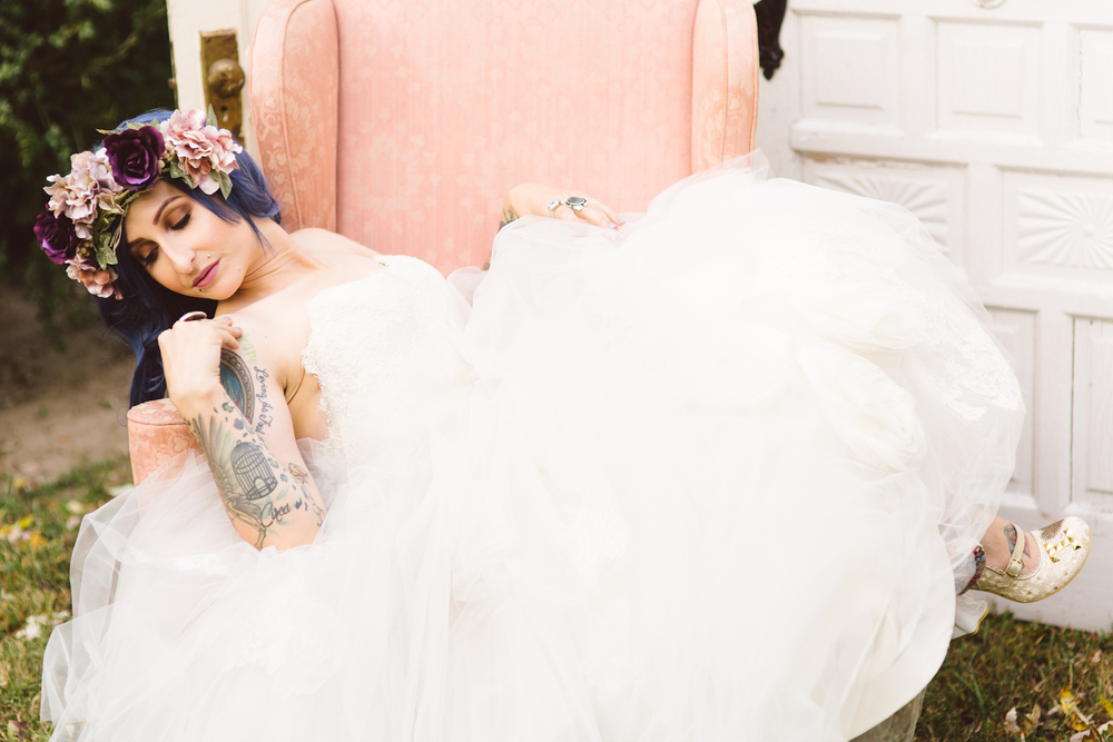 blue-hair-bride-secret-garden-themed-sareh nouri-gown-bridal-session-maryland-brooke-michelle-photography-40-photo.jpg