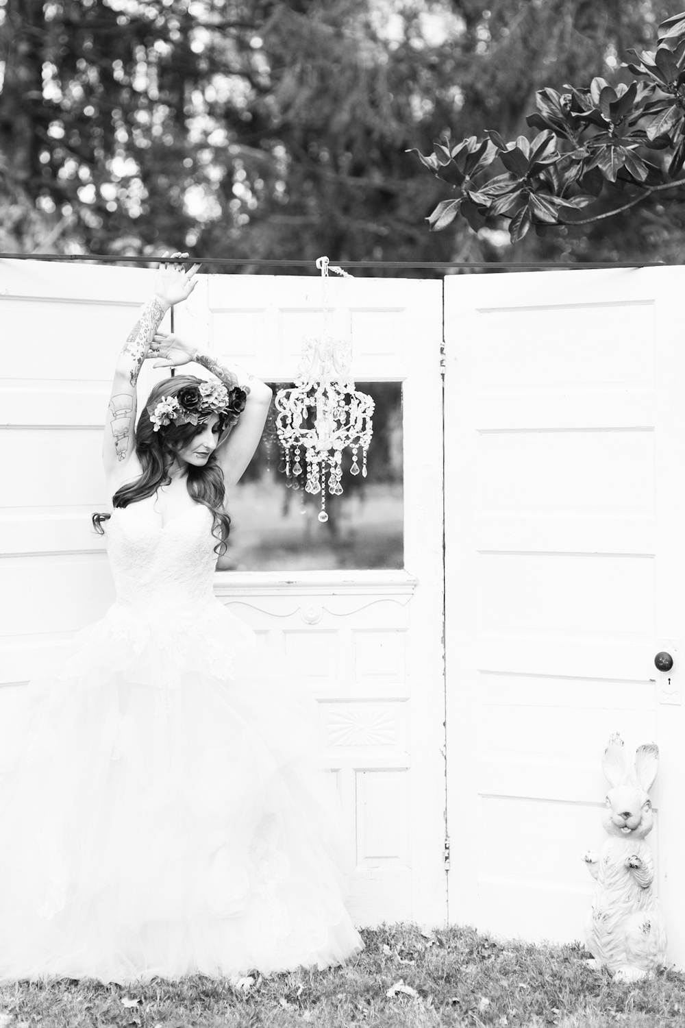 blue-hair-bride-secret-garden-themed-sareh nouri-gown-bridal-session-maryland-brooke-michelle-photography-22-photo.jpg