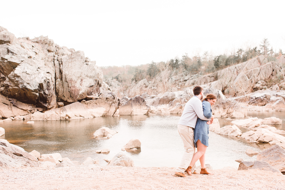 boho-inspo-maryland-engagement-session-great-falls-md-billy-goat-trail-brooke-michelle-photography-2.jpg