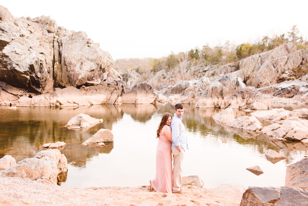 boho-inspo-maryland-engagement-session-great-falls-md-billy-goat-trail-brooke-michelle-photography-88.jpg