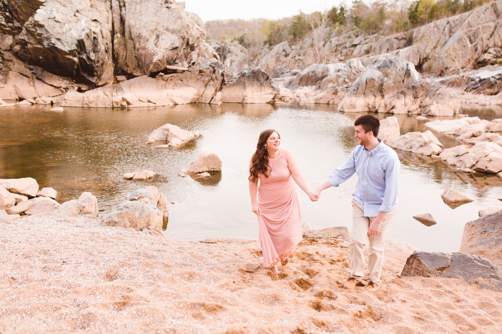 boho-inspo-maryland-engagement-session-great-falls-md-billy-goat-trail-brooke-michelle-photography-107.jpg