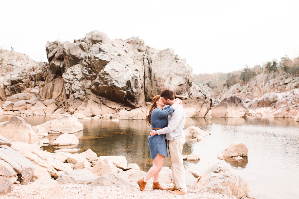 boho-inspo-maryland-engagement-session-great-falls-md-billy-goat-trail-brooke-michelle-photography-52.jpg