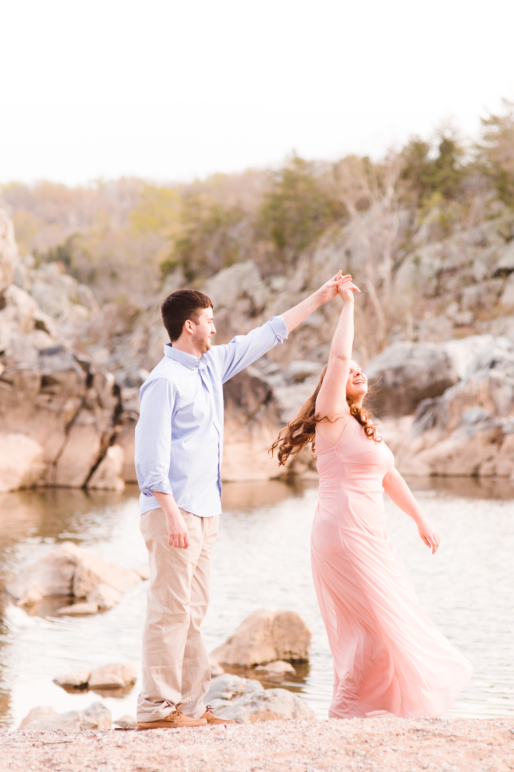 boho-inspo-maryland-engagement-session-great-falls-md-billy-goat-trail-brooke-michelle-photography-70.jpg
