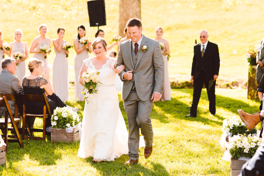 brittany-and-chris-family-farm-whimsical-maryland-wedding-brooke-michelle-photography-5.jpg