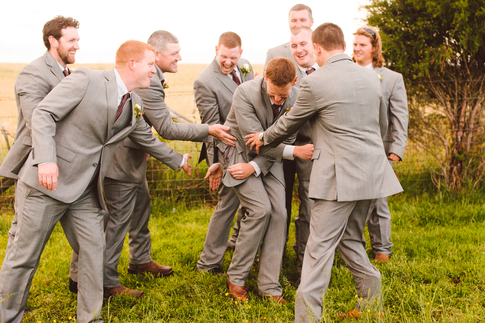 brittany-and-chris-family-farm-whimsical-maryland-wedding-brooke-michelle-photography-7.jpg