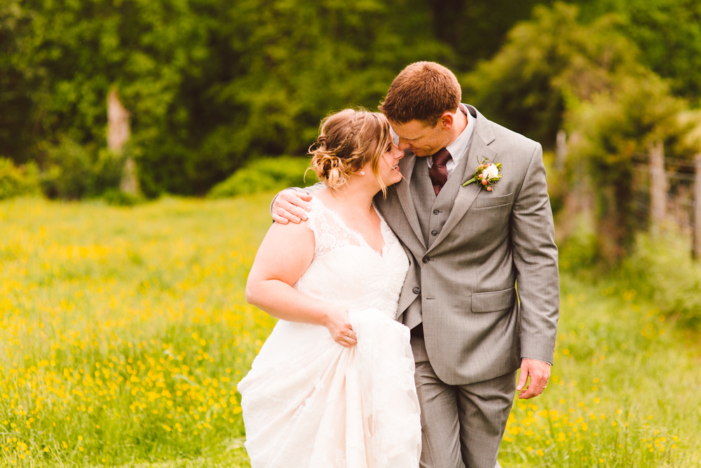 brittany-and-chris-family-farm-whimsical-maryland-wedding-brooke-michelle-photography-83.jpg