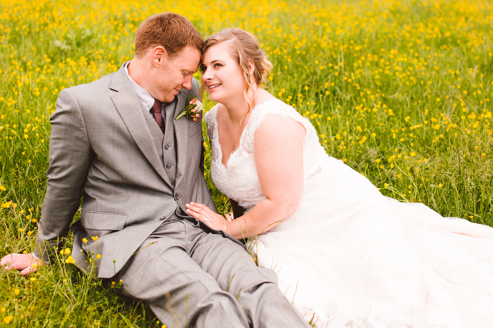 brittany-and-chris-family-farm-whimsical-maryland-wedding-brooke-michelle-photography-11.jpg