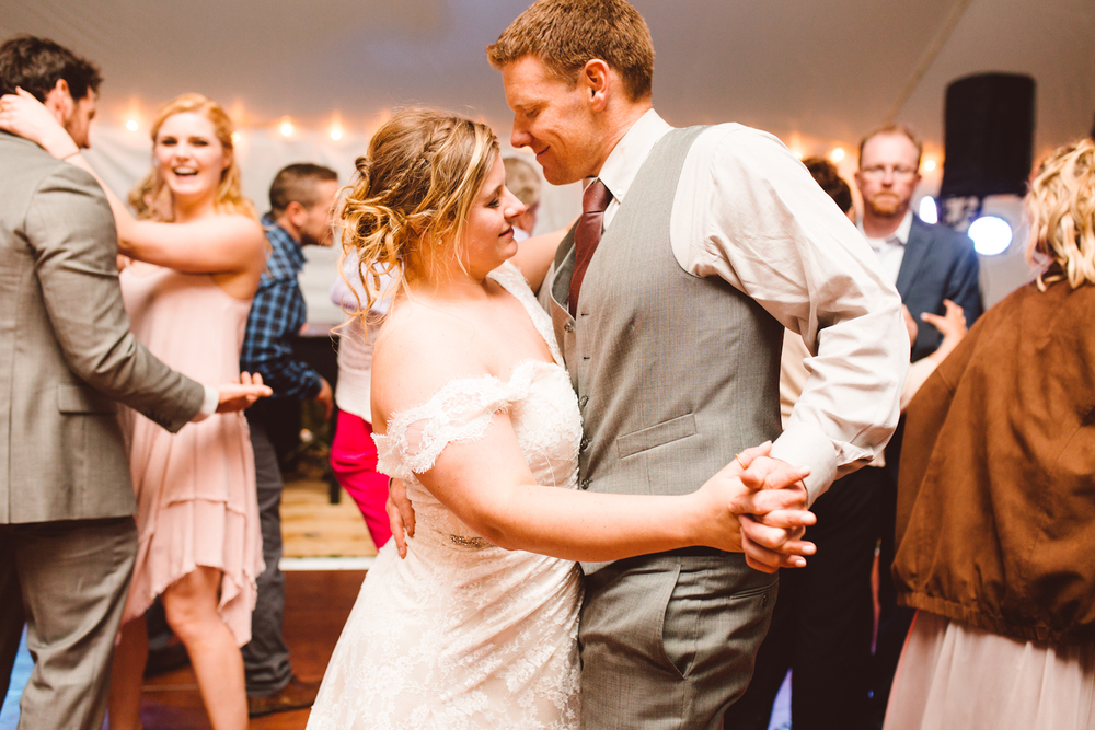 brittany-and-chris-family-farm-whimsical-maryland-wedding-brooke-michelle-photography-96.jpg