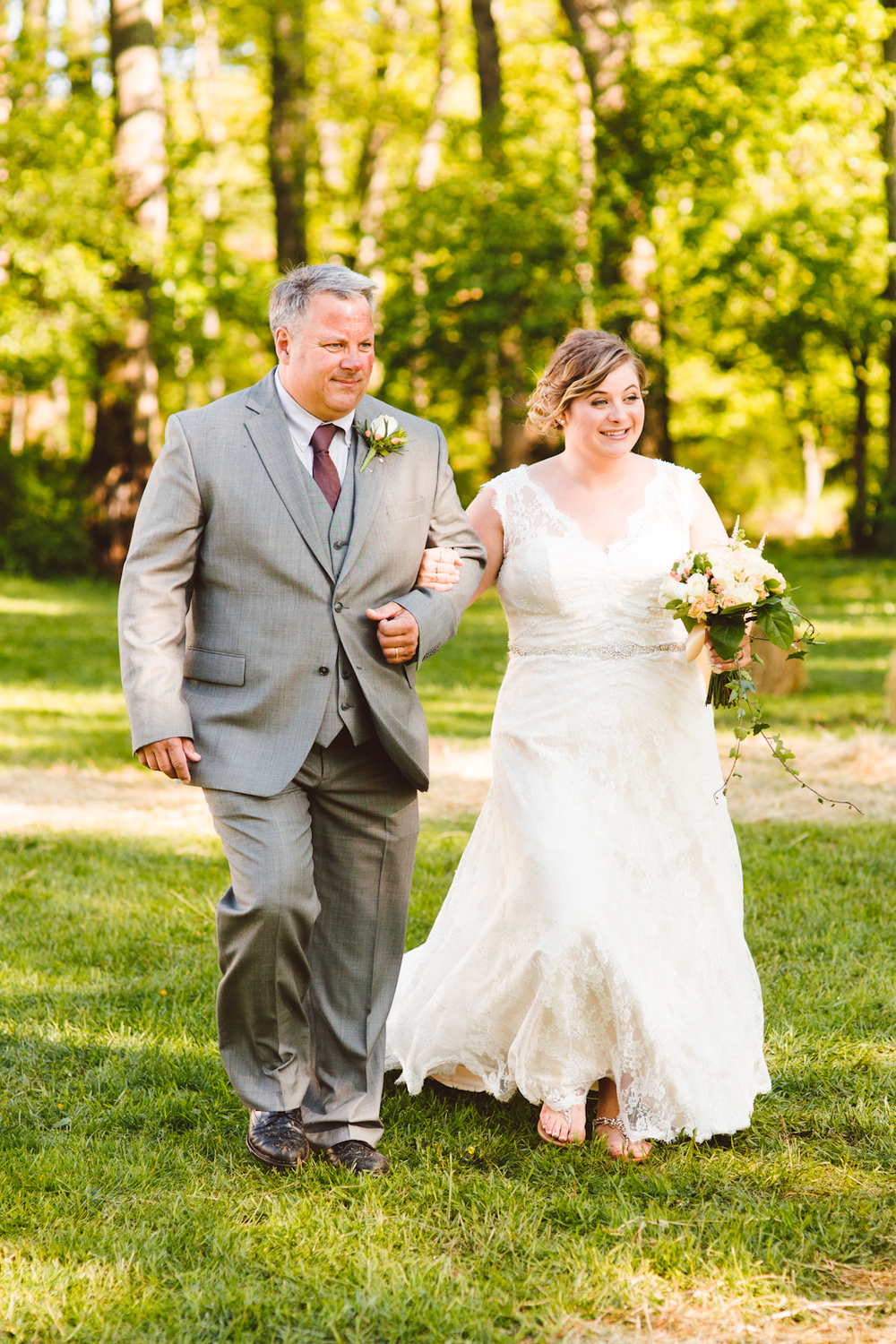 brittany-and-chris-family-farm-whimsical-maryland-wedding-brooke-michelle-photography-1.jpg