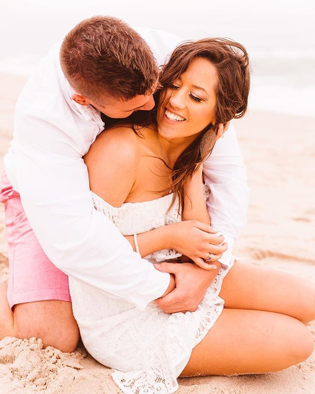 These two cuties and their perfect empty beach engagement session are up on the blog today! Be sure to head to the link in bio to see all of the perfection from dancing in the sand to modeling with wild horses!