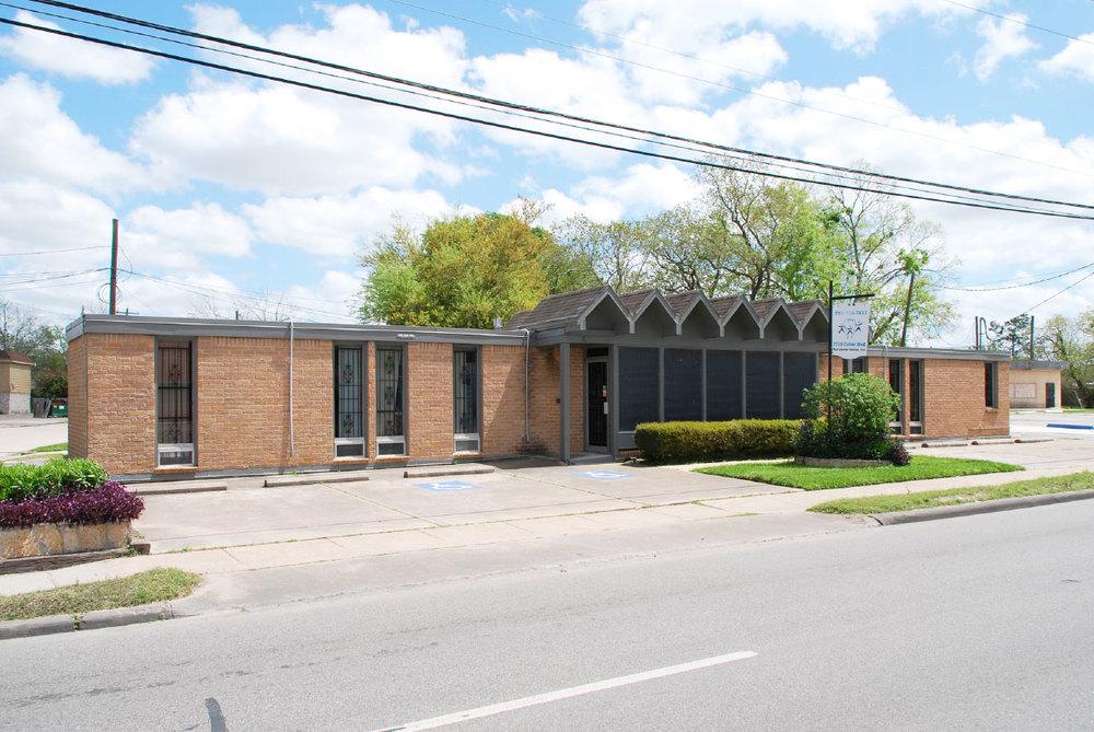 Cullen Clinic (1965, John S. Chase) /  photo by David Bush