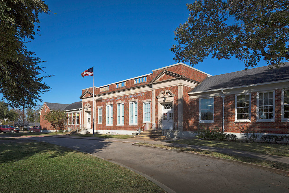 Deer Park Independent School District for the renovation of Wolters High School (1930) in Deer Park /  photo by Zvonkovic Photography