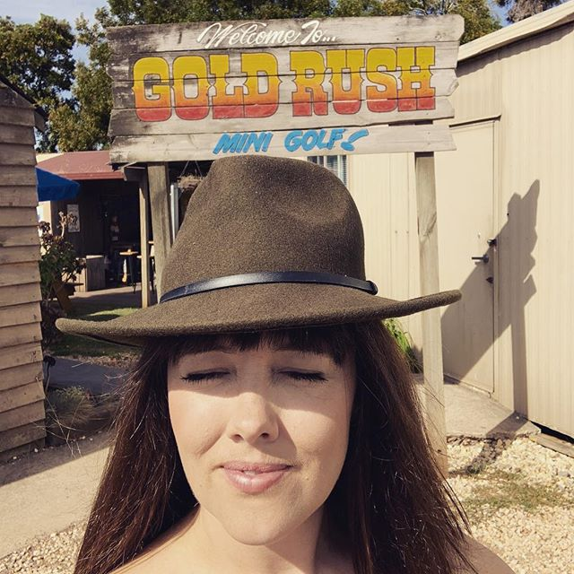 Drove through a dust devil as I sang loud to Bowie all the way heading out west. Feeling Good as a Gold Rush at a mini golf cabaret club in Ballarat, opening the show for the wonderful @jordielanemusic with @clareislollies