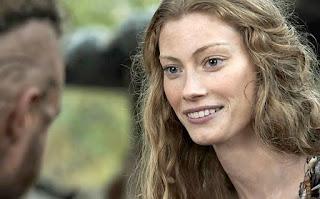 Aslaug meets Ragnar in the TV series Vikings