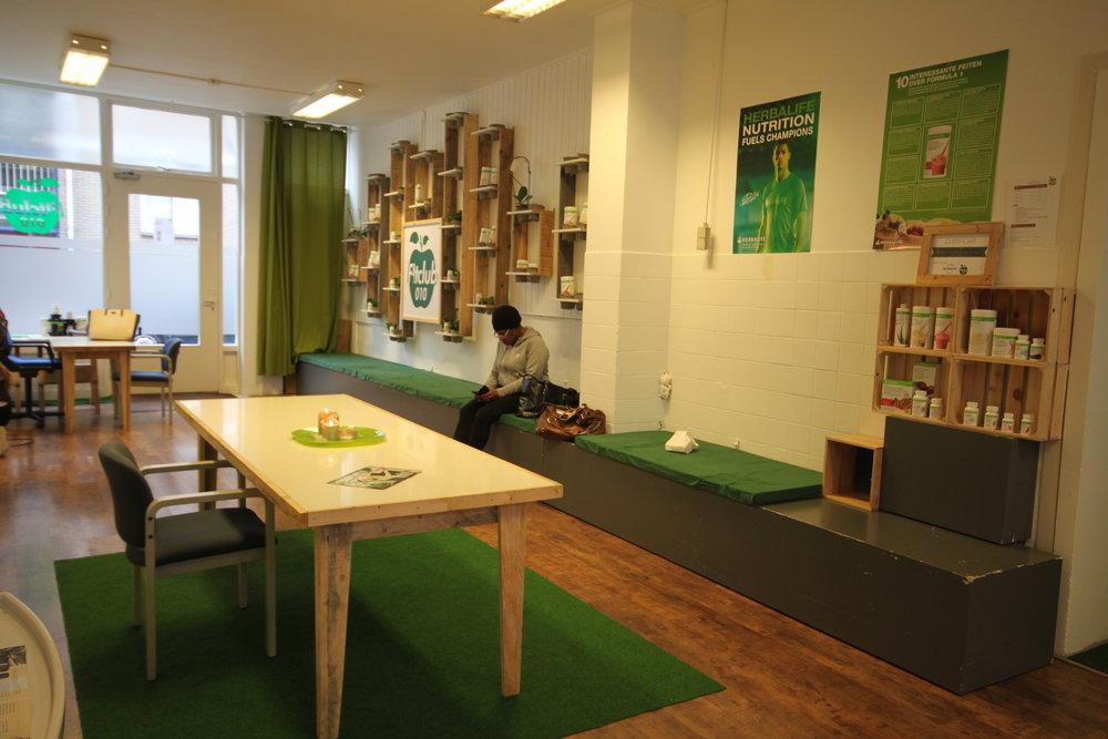 Interieur van hergebruikt hout voor Fitclub 010.