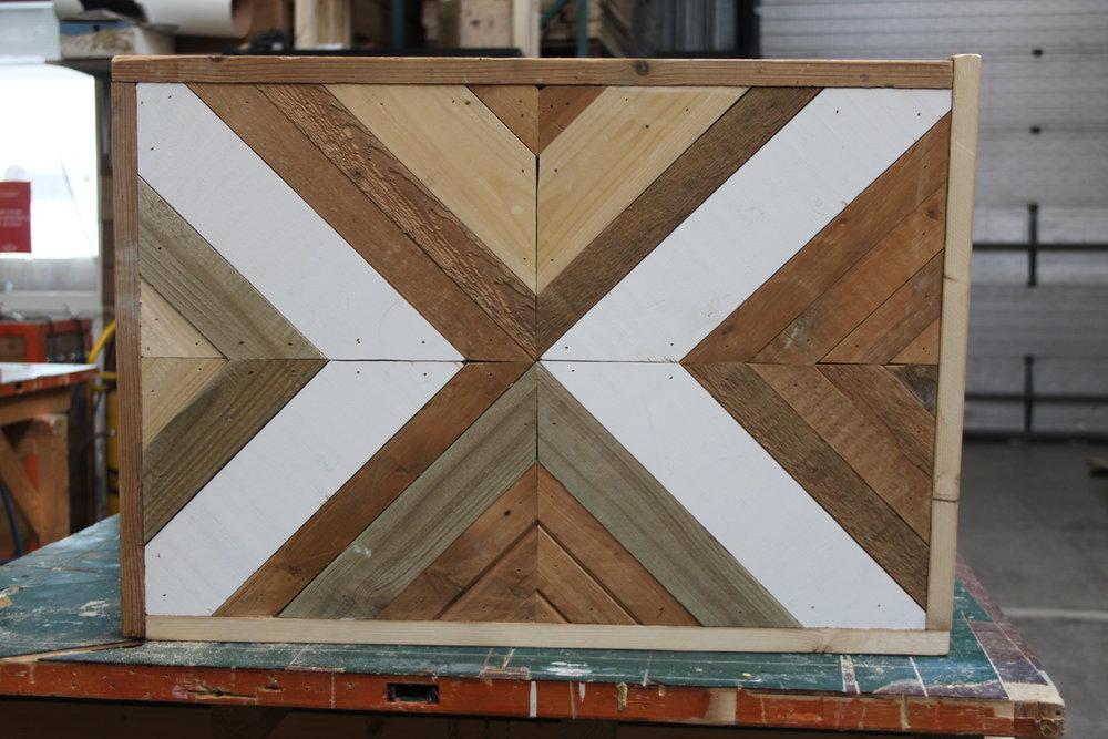 Workshop: Geometrische wall art - Je kan het zo ingewikkeld maken als je zelf wilt, maar stoer is het sowieso, wall art van gerecycled hout. Daar maak je een muurtje voor vrij!