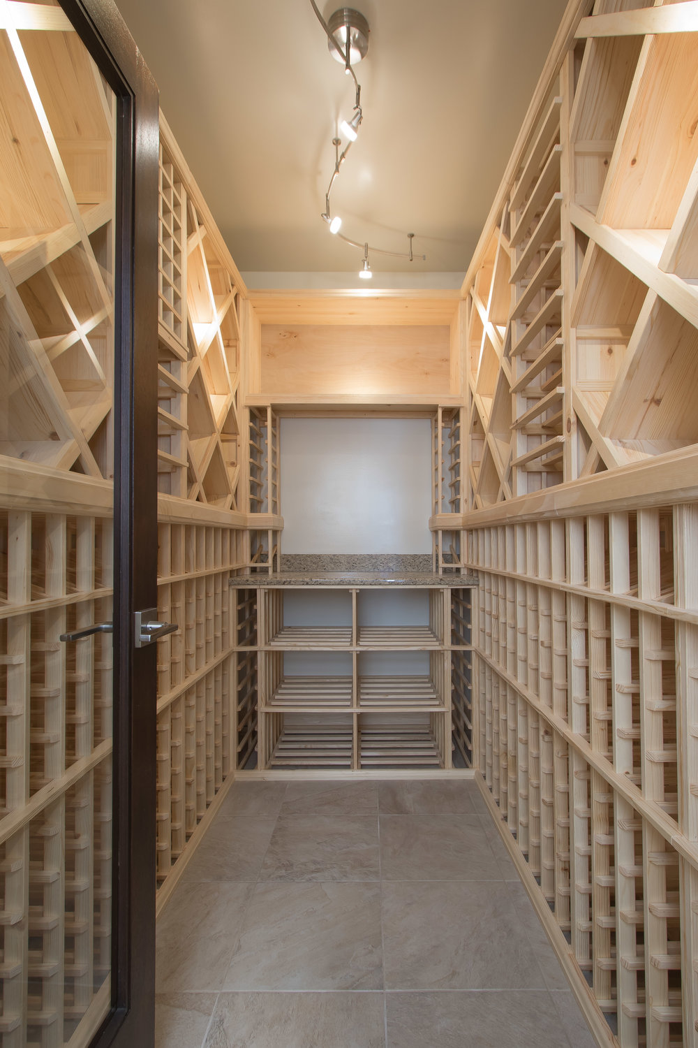 10122016_CUS-15-096__Wine cellar_Custom built ins.JPG