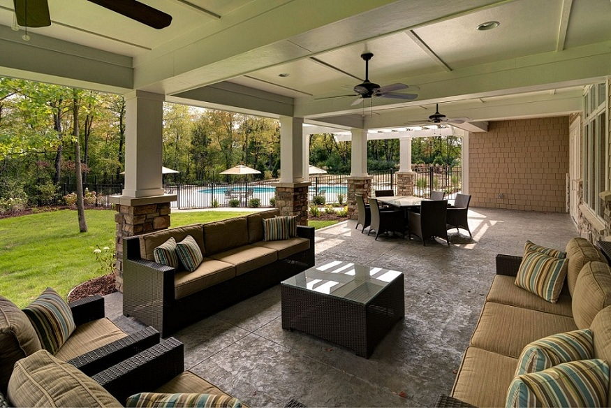 The clubhouse patio and outdoor entertaining
