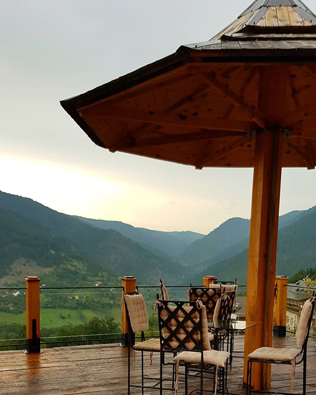 Mornings on mountains. 🧡☕🌄 #mokragora #serbia #liveloveexplore