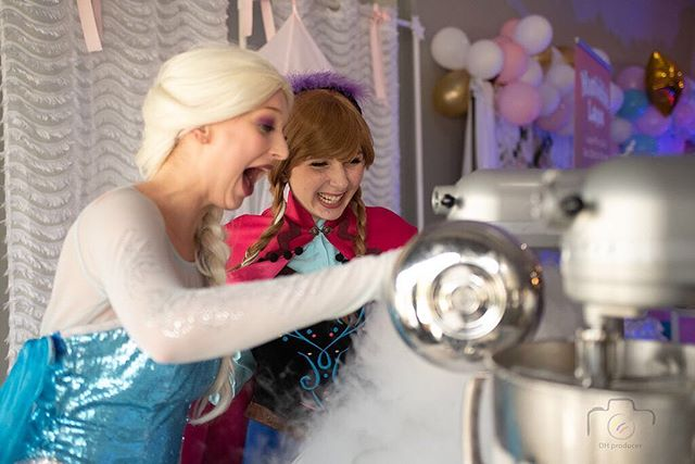 It's not every day we have princesses' stop by to help give us a hand with whipping up our frozen treats. Our special guest got involved by infusing our ice cream with chilly liquid nitrogen which gives our desserts a light, fluffy and truly tasty flavor. ⠀ •⠀ •⠀ This event from @macylimadecor had such an infusement of color and pop for the young at heart. @mamaconglamour showed us how imagination can create a celebration that you will not soon forget!⠀ •⠀ Venue: @houstoneventvenue⠀ Planner: @macylimadecor⠀ Photographer: @dhproducer⠀ Company: @blondastudio⠀ Event: @mamaconglamour⠀ Performers: @houstonpartyprincess⠀ •⠀ #houstonkidsexpo #mamaconglamour #partyinspiration #houstonpartyglamour #desserttable #sweettable #thefreezingpointtx #thefreezingpoint #nitrodessert #nitroicecream #nitrogenicecream #frozen #frozen2 #disneyprincess #disneygram #frozenprincessparty #princesselsafrozen #frozenprincessanna #princessfrozen #frozenprincess #instadisney #princesselsa #princessanna⠀