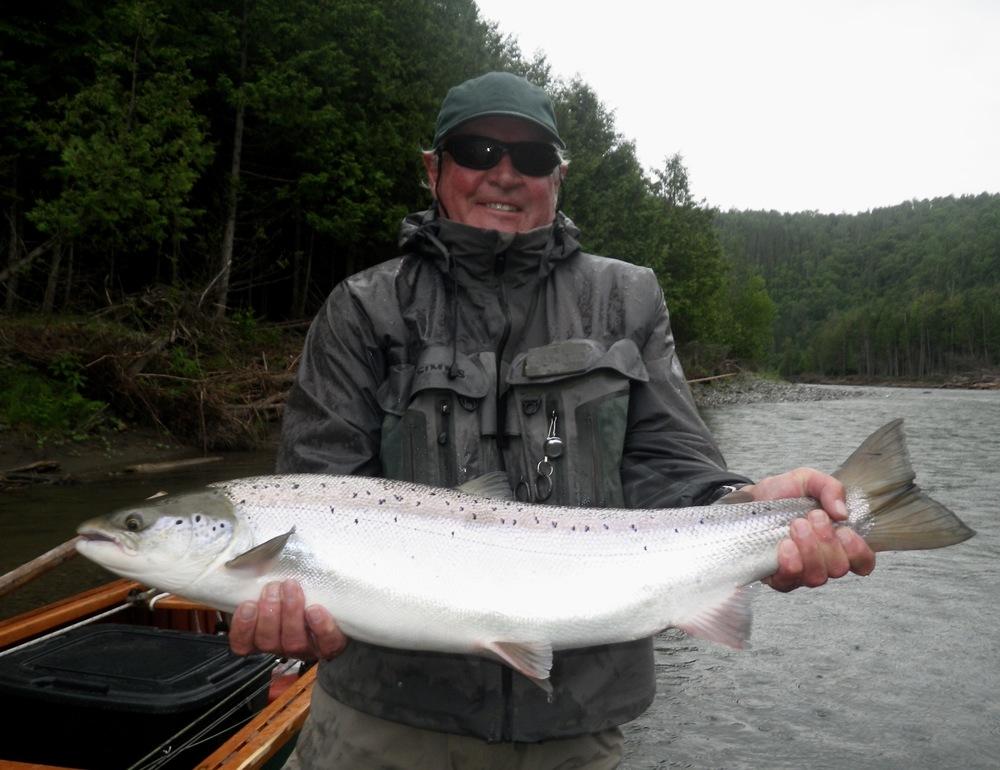 Ian Thorpe et un beau saumon de la Bonaventure. Félicitations, Ian!