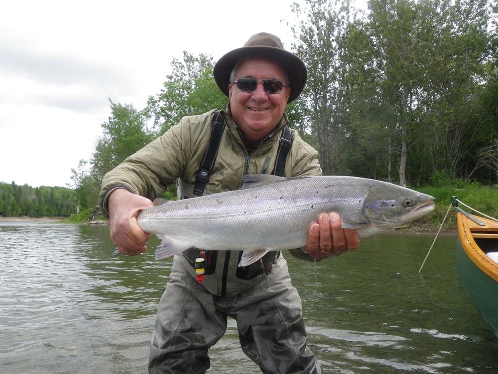 Fred Benere nous rend visite au Camp Bonaventure depuis plus de 20 ans et il sait s'y prendre avec les saumons!