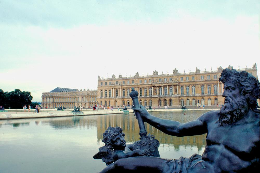 verailles-garden-statue.jpg